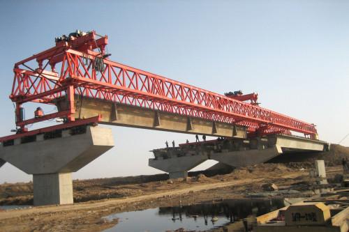 cầu trục lao dầm dạng giàn 300 tấn