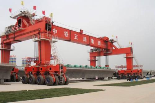 cầu trục bánh lốp nâng dầm 300 tấn