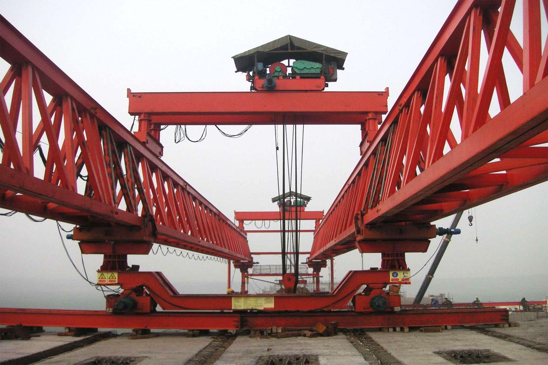 cầu trục lao dầm dạng giàn 500 tấn