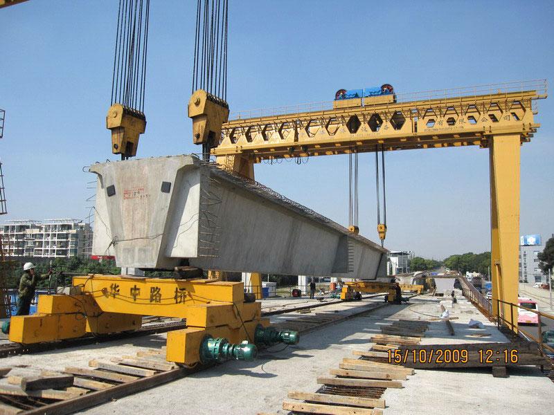 cổng trục chạy ray nâng dầm 300 tấn