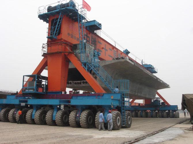 cầu trục bánh lốp đường sắt 500 tấn